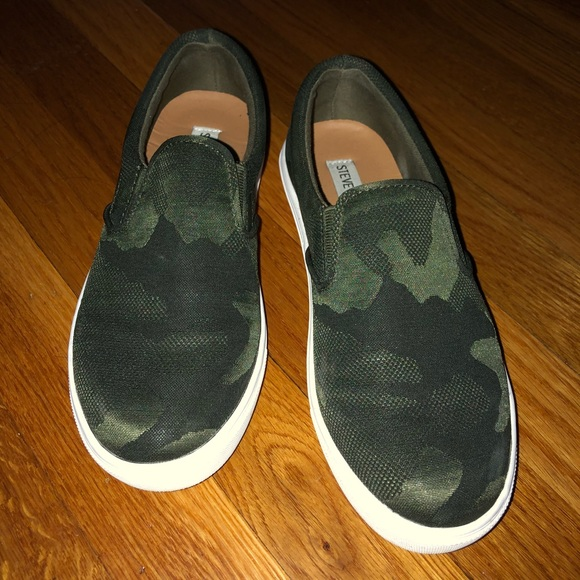 766d6e27692 Steve Madden Ecentric Camouflage Sneakers Size 7. M 5b2f15dac9bf506f2ea58a1e